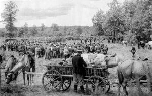Митинг в соединении перед выходом в Карпатский рейд. 1943 г.