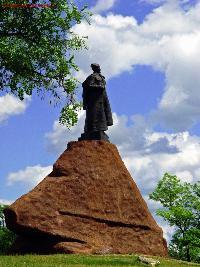Памятник А.С. Ковпаку в Путивле
