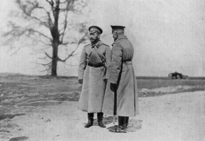 Генерал-адьютант Брусилов докладывает Николаю II обстановку на фронте. Весна 1916 г.