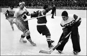 1369112015_b_7-marta-1954-goda-stokgolm-chempionat-mira-sssr-kanada-7-1-golkiper-nikolaj-puchkov-ostanavlivaet-kanadskuju-ataku